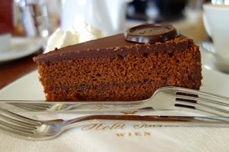 Вариации торта от кондитерской Демель и отеля Захер