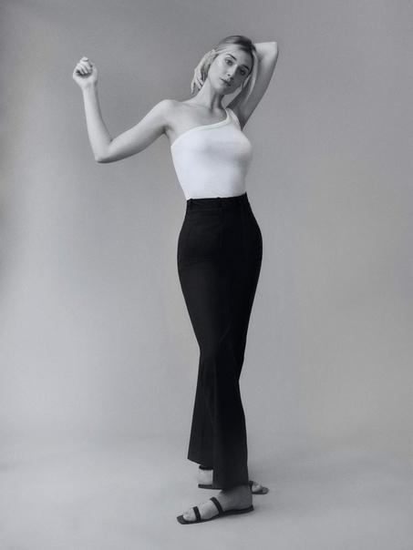 Статная Элизабет Дебики в фотосессии для журнала Porter