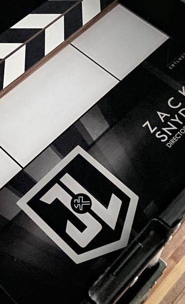 Зак Снайдер поделился первым официальным фото с досъемок «Лиги справедливости»