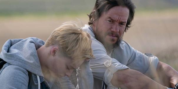 Марк Уолберг на первом кадре драмы «Хороший Джо Бэлл» Сюжет, основанный на реальных событиях, расскажет историю Джо Бэлла (Уолберг), отца, чей сын покончил с собой после продолжительной травли