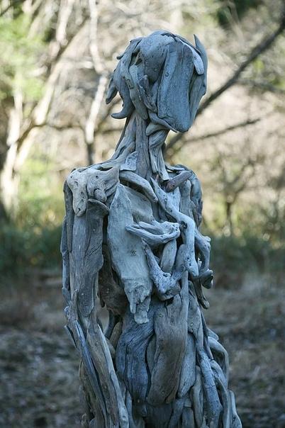 Серия скульптур из дерева японского художника Нагато Ивасаки в равной степени пугает и ошеломляет Безликие гиганты имеют человеческий облик, с изгибами мускулов и органов, изображенными через