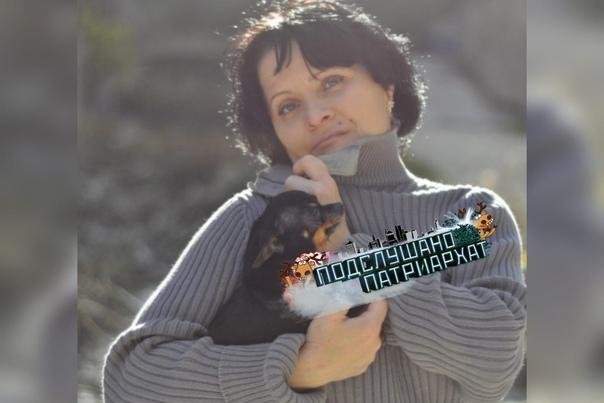 Данная особь Елена Ольшанникова, с виду была героем, пристраивала бездомных животных, под опеку за деньги Проживала она в квартире, и в день принимала от 15 до 30 котят и щенков, что и