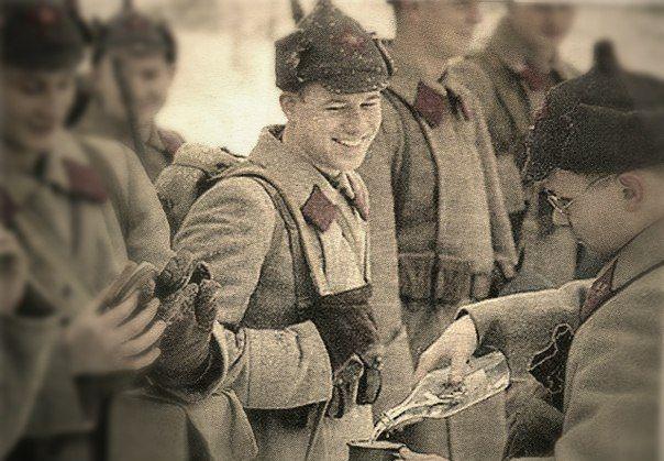 1942 году Красная Армия ежемесячно потребляла 45 железнодорожных цистерн водки. По фронтам, к примеру, дело обстояло так: с 25 ноября по 31 декабря 1942 года Карельский фронт выпил 364 тысячи