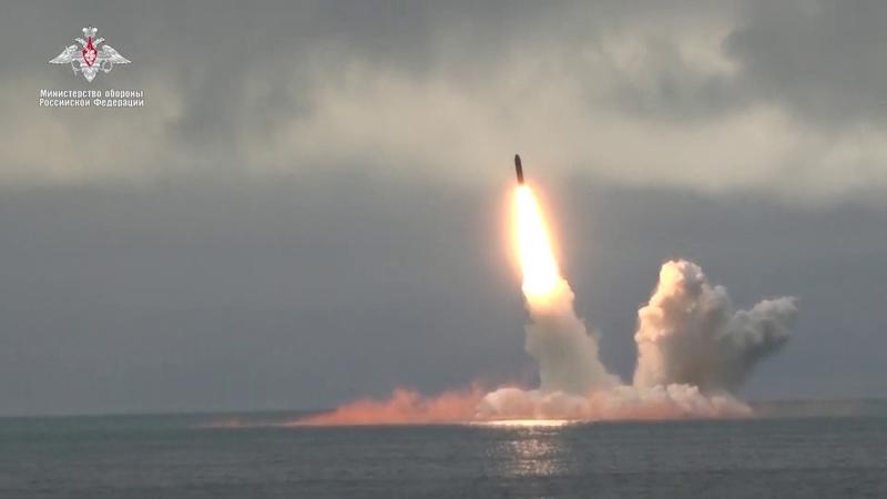 Подлодки Северного флота запустили ракеты «Синева» и «Булава»