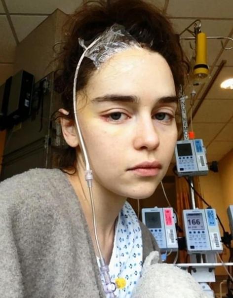 Звезда «Игры престолов» Эмилия Кларк поблагодарила врачей, которые спасли ей жизнь
