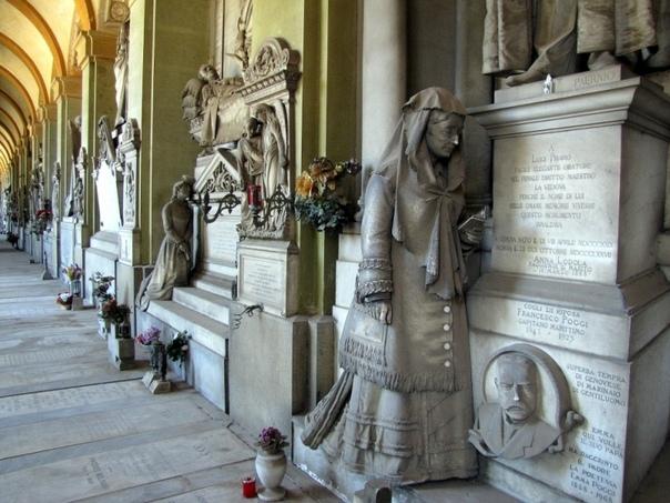 Застывшая мелодия скорби Монументальное кладбище Стальено одно из знаменитейших кладбищ мира, которое занимает склон холма площадью около квадратного километра на окраине Генуи. Известно