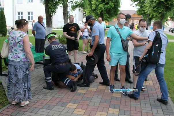 Помните тот жуткий разбой в Ганцевичах Так вот, после выхода из изолятора ганцевичский корреспондент (Сергей Багров) обнаружил, что с его фотика были удалены все снимки, сделанные во время